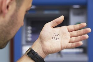 Как узнать и поменять пин-код в Тинькофф Банке